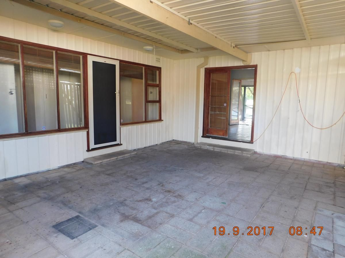 67 Currie Street, Warnbro WA 6169, Image 2