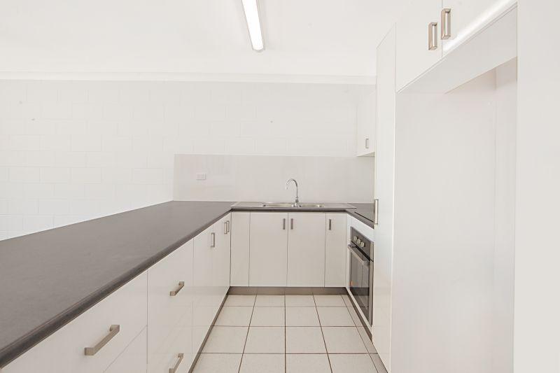 3/13 Lamington Road, West End QLD 4810, Image 2
