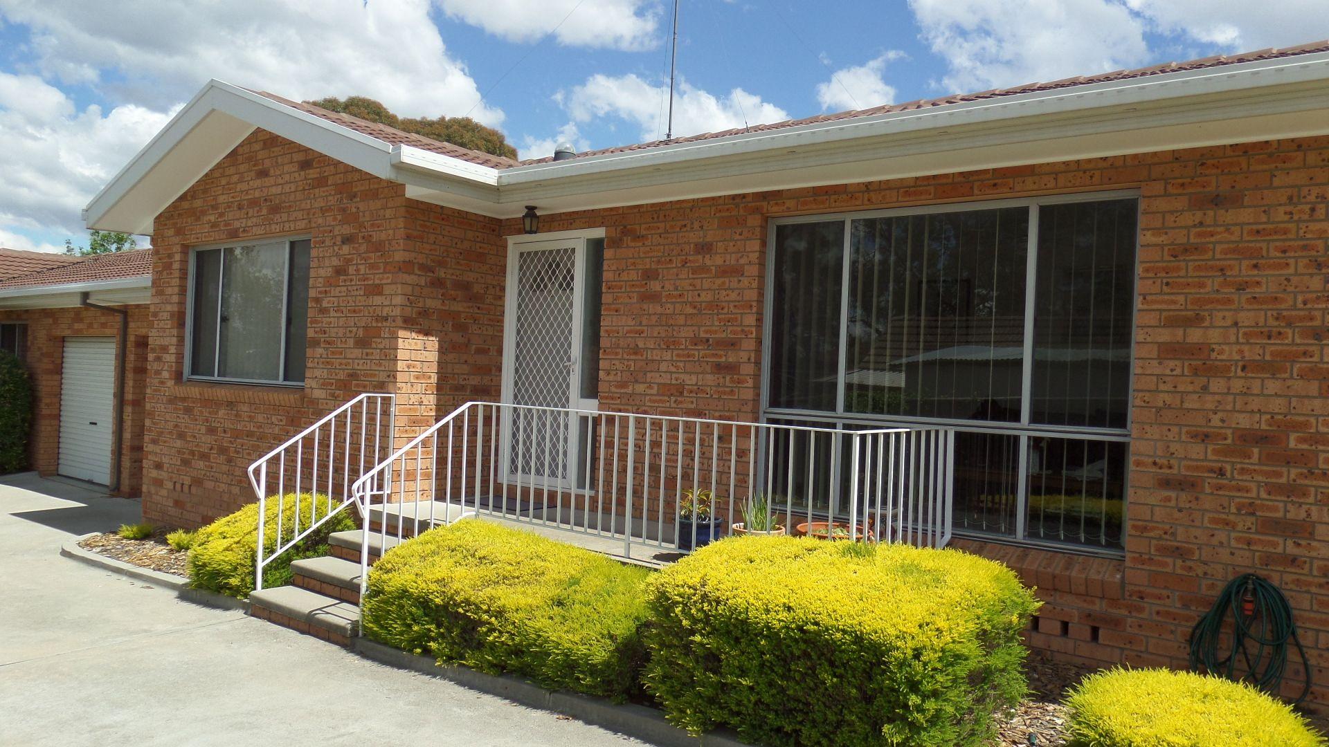 2/20 Blackall Avenue, Queanbeyan NSW 2620, Image 0