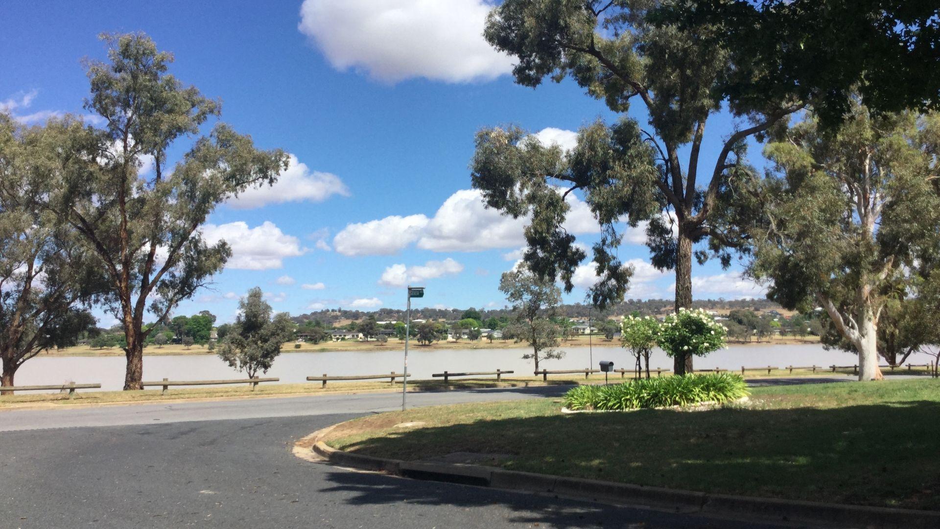 12 Eastlake Drive, Lake Albert NSW 2650, Image 2