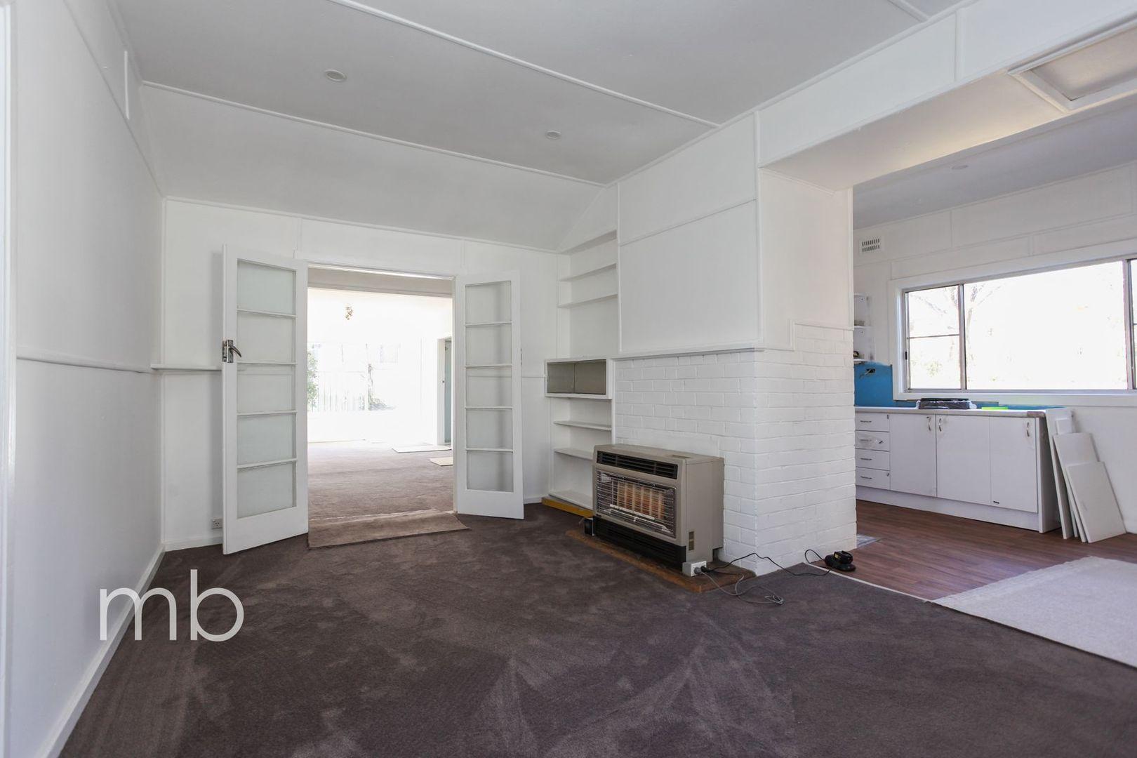 13 Jubilee Avenue, Orange NSW 2800, Image 2
