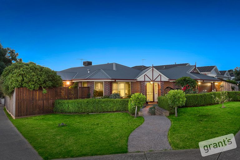 15 Nightingale Crescent, Berwick VIC 3806, Image 0