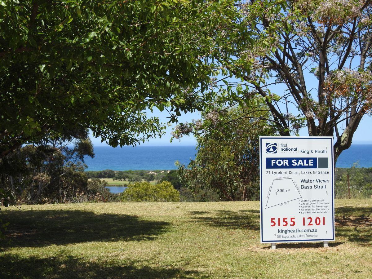 27 Lyrebird Court, Lakes Entrance VIC 3909, Image 0