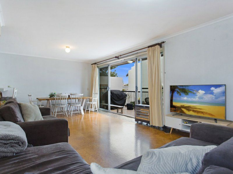 7/143 Hedges Avenue, Mermaid Beach QLD 4218, Image 1