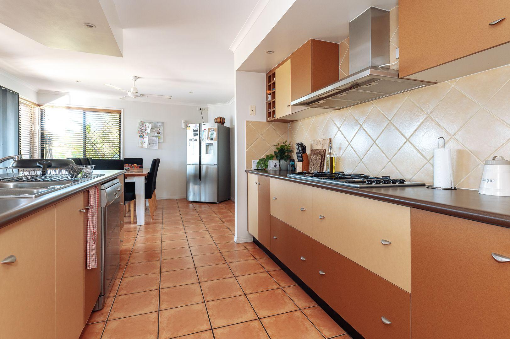 15 Sandringham Close, Telina QLD 4680, Image 2