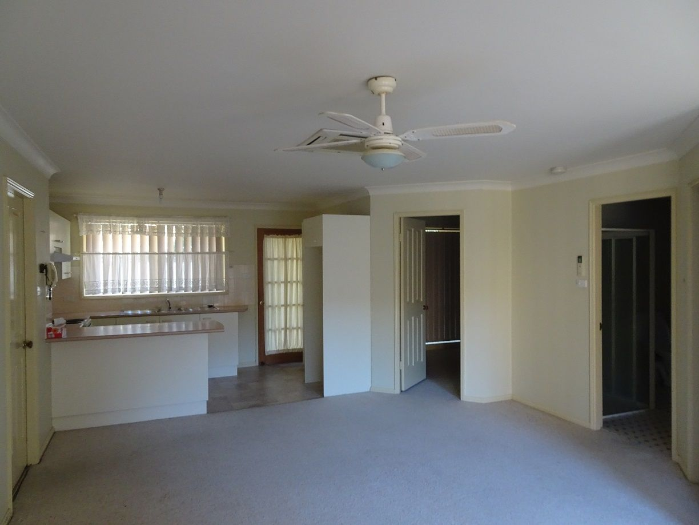 2/2 Carisbrooke Close, Bomaderry NSW 2541, Image 1