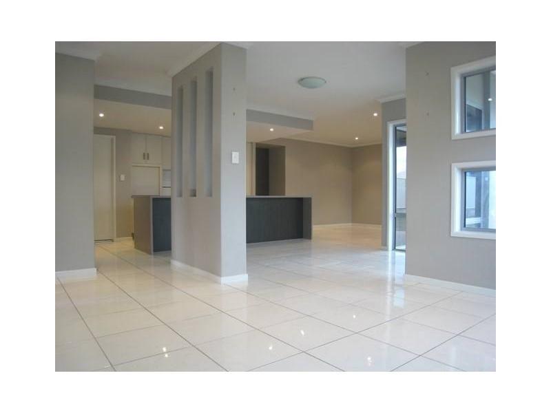 17 Desgrand Street, Emerald QLD 4720, Image 2