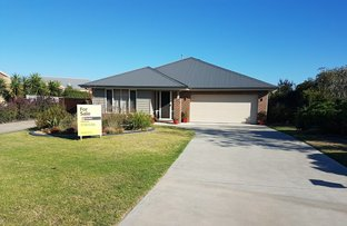 Picture of 10 Wisteria Place, Paynesville VIC 3880
