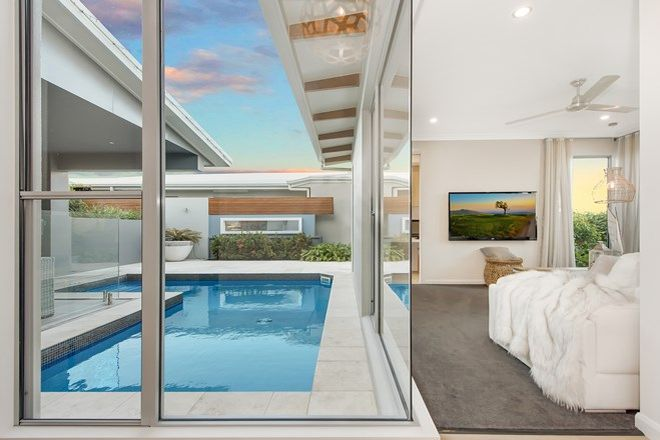 Picture of 127 Sunhaven Boulevard, BURDELL QLD 4818