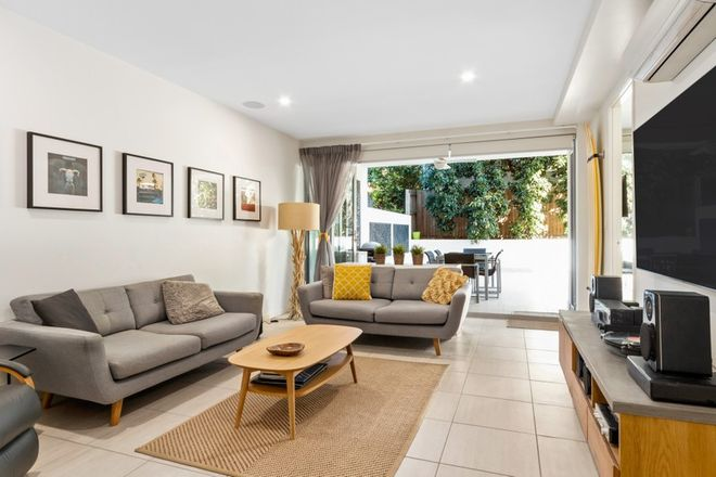 Picture of 3/30 Yamboyna Street, MANLY QLD 4179