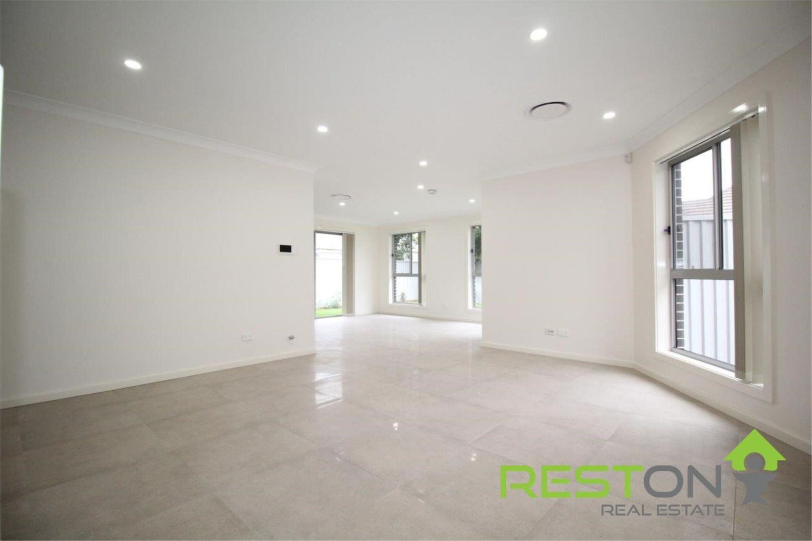 4/4 Thompson Avenue, St Marys NSW 2760, Image 2