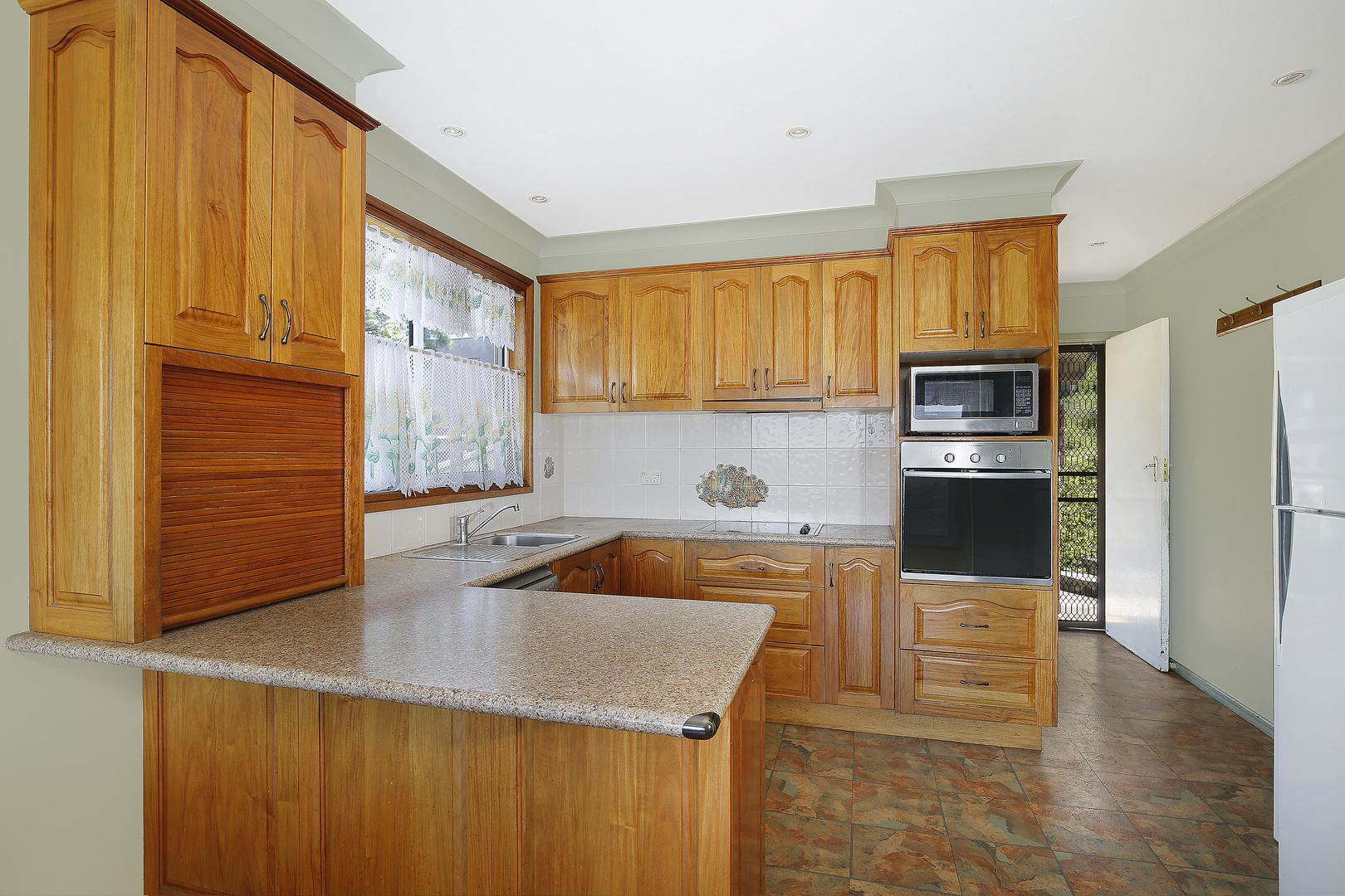 33 Bellevue Road, Figtree NSW 2525, Image 0