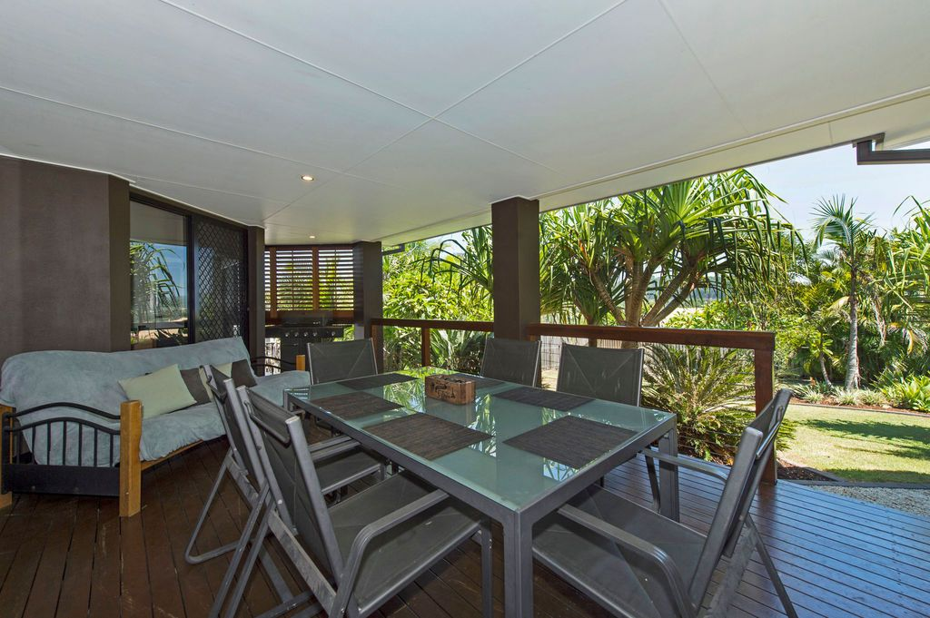 8 Minyon Court, Pacific Pines QLD 4211, Image 2