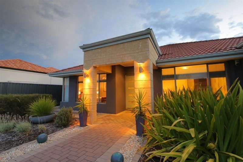 44 Beechwood Circle, Aveley WA 6069, Image 2