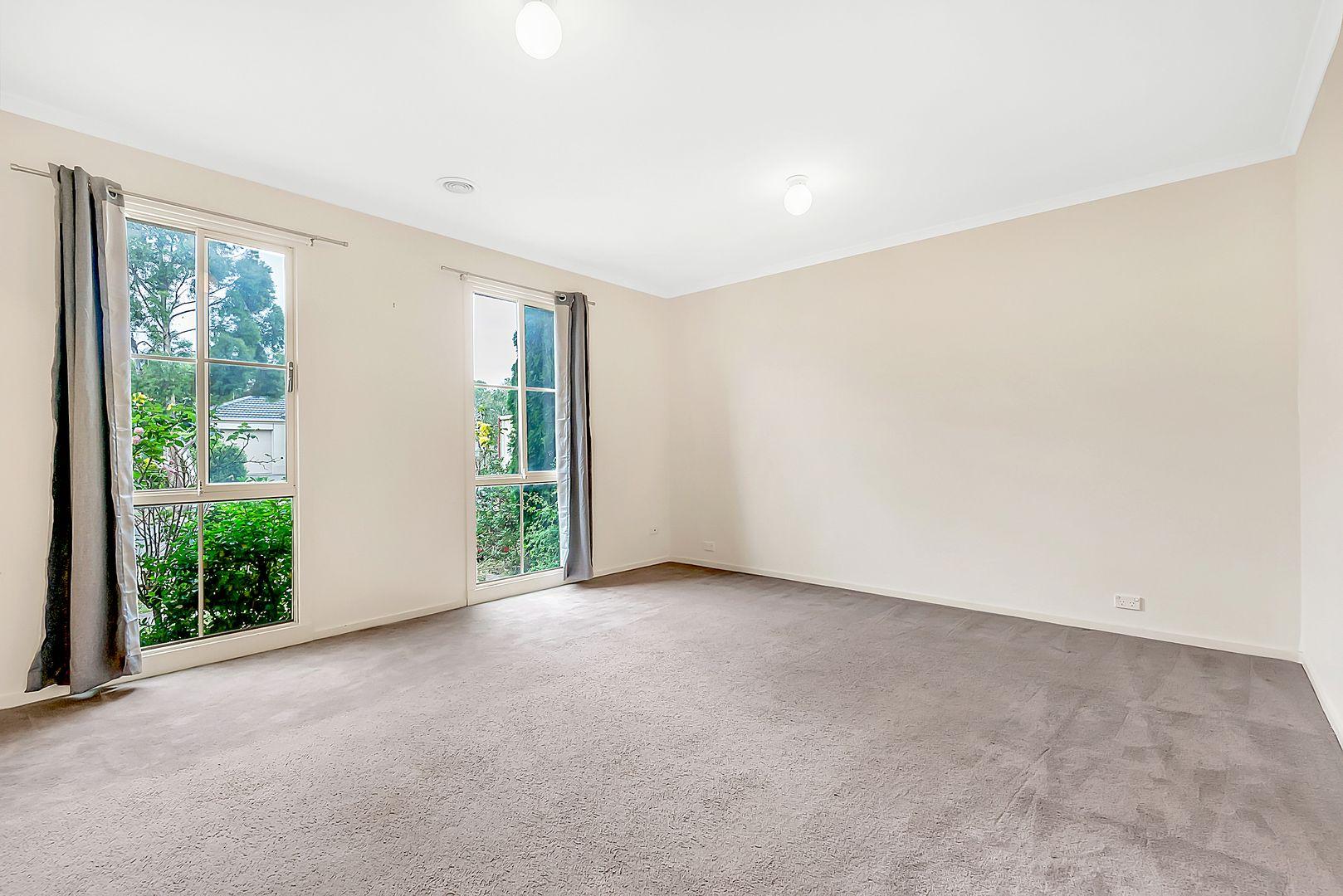 20 Corona Place, Roxburgh Park VIC 3064, Image 2