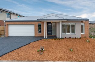 Picture of 42 Dahlia Crescent, Mickleham VIC 3064