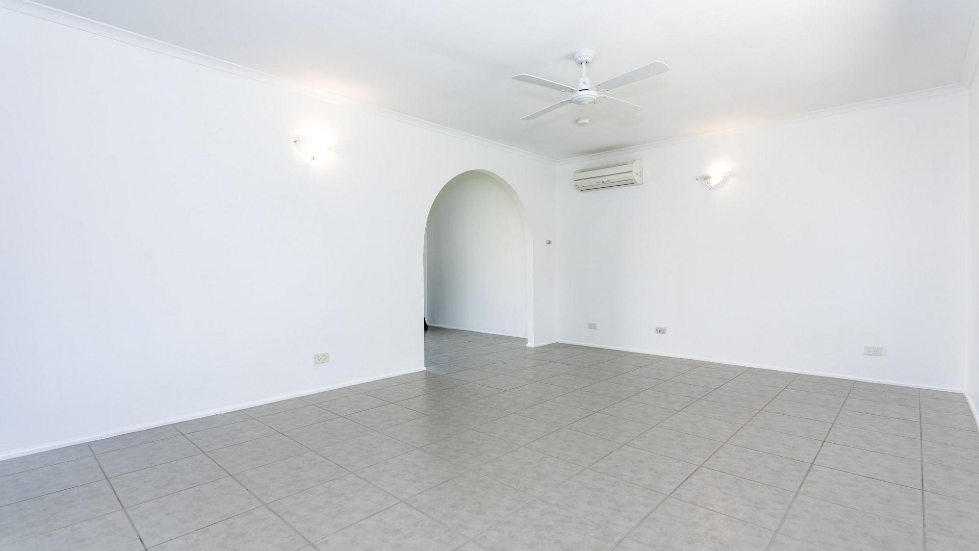 10 Gazania Street, Kingston QLD 4114, Image 2