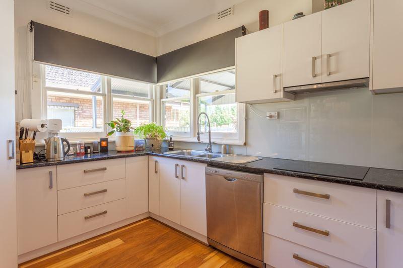 12 Medowra Avenue, Wangaratta VIC 3677, Image 2