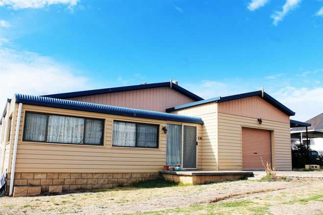 4 Shields Lane, MOLONG NSW 2866