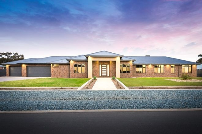 Picture of 11 Redbyrne Court, GRAHAMVALE VIC 3631