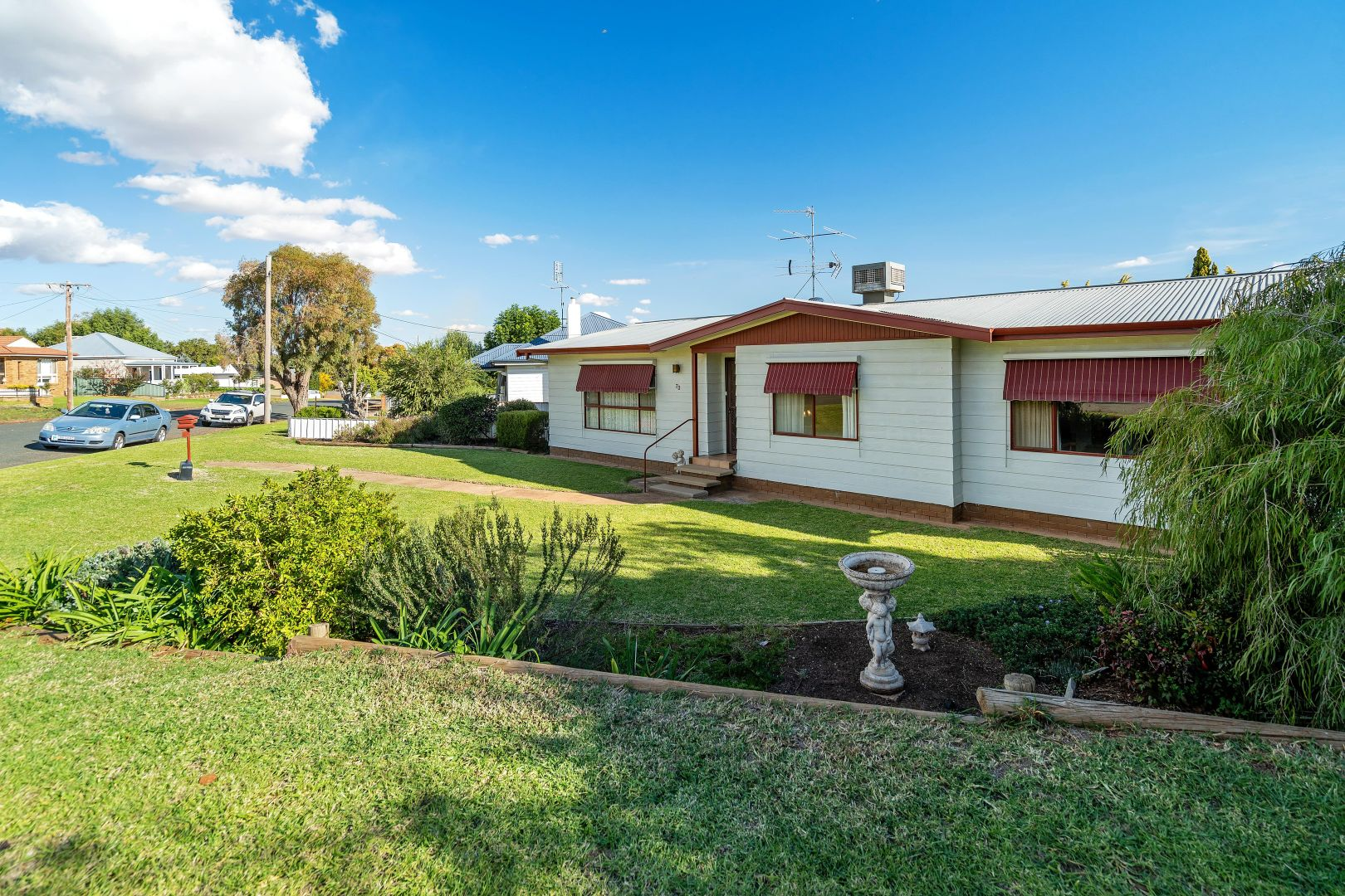70 Holbrook Street, Temora NSW 2666, Image 2