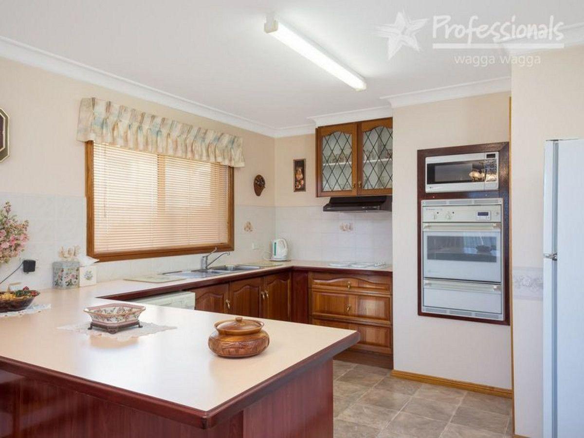 1/2 Plumpton Road, Kooringal NSW 2650, Image 1