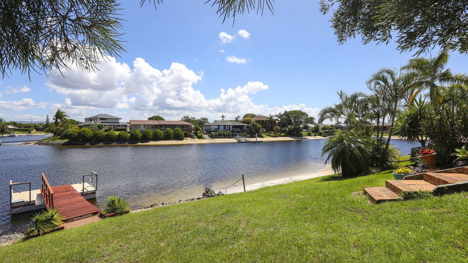 32 Bombala St, Broadbeach Waters QLD 4218, Image 1