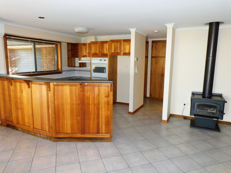 33 Creecoona Terrace, Bordertown SA 5268, Image 2