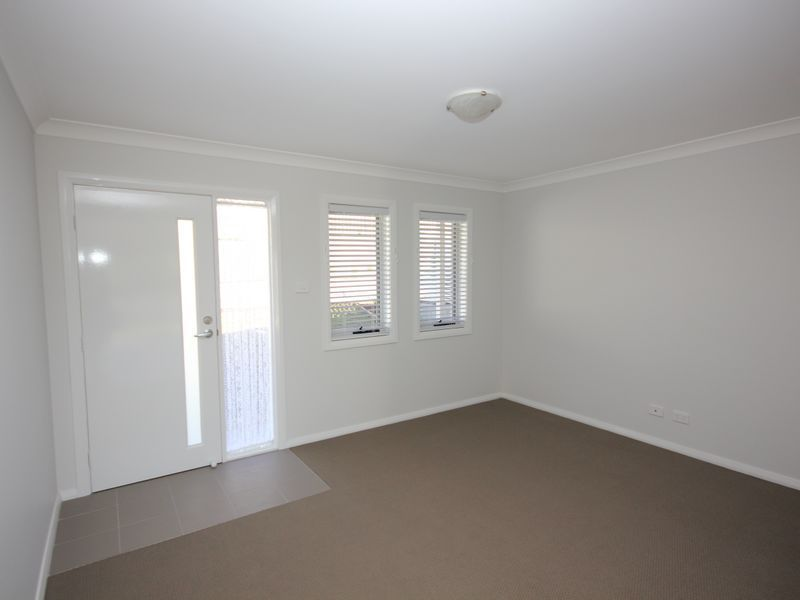 2/247 Warners Bay Road, Mount Hutton NSW 2290, Image 1
