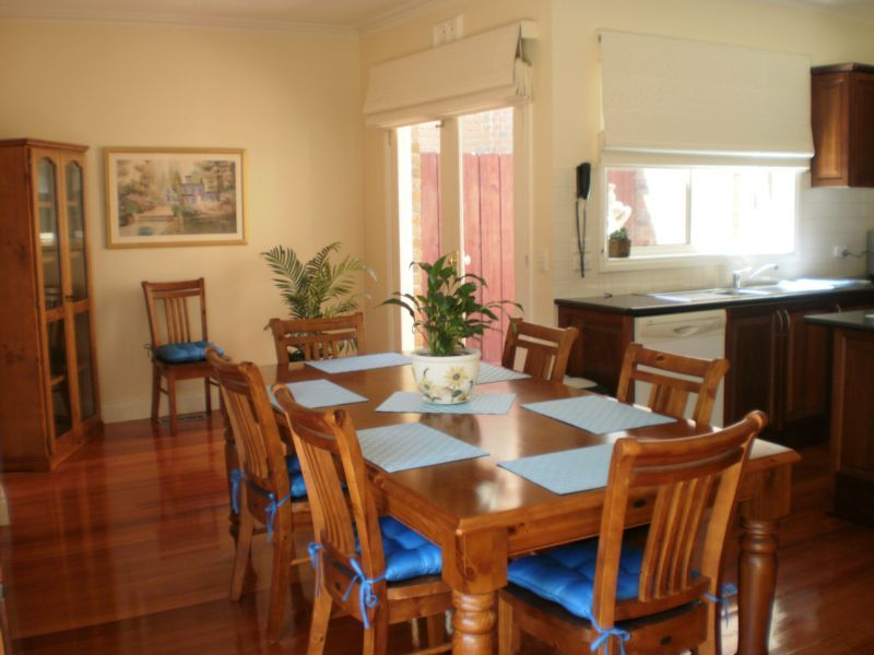 10 Viewbank Place, Mill Park VIC 3082, Image 2