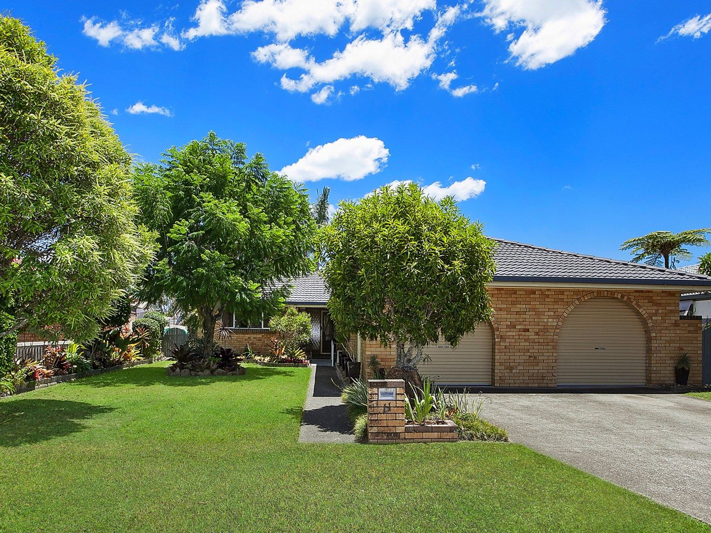 11 Dabchick Drive, Burleigh Waters QLD 4220, Image 1