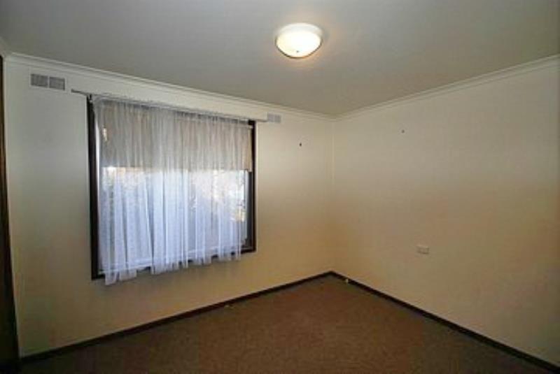 34 Blakemore Avenue, Ashmont NSW 2650, Image 2