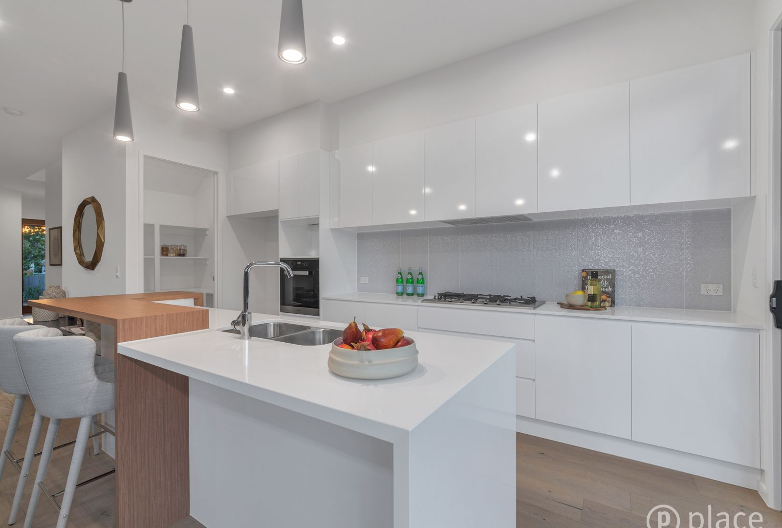8c Bevis Street, Bulimba QLD 4171, Image 2