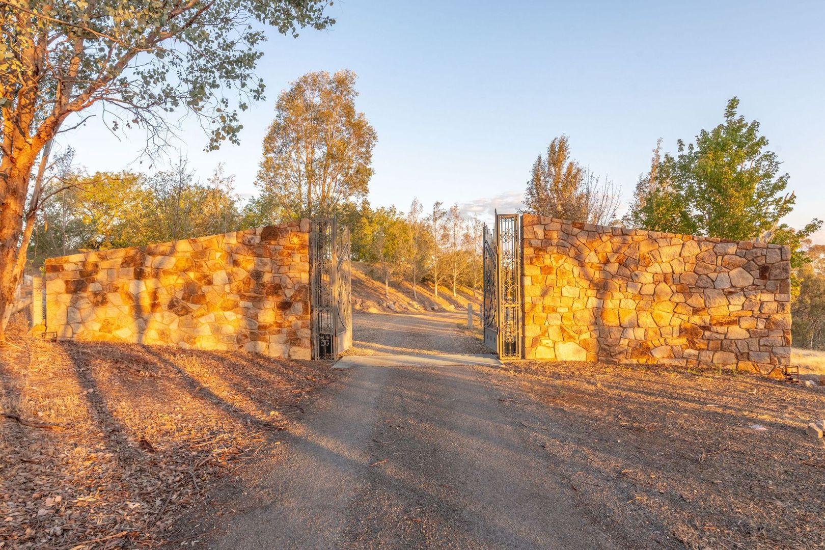 596 Laceby-Glenrowan Road, Glenrowan VIC 3675, Image 2