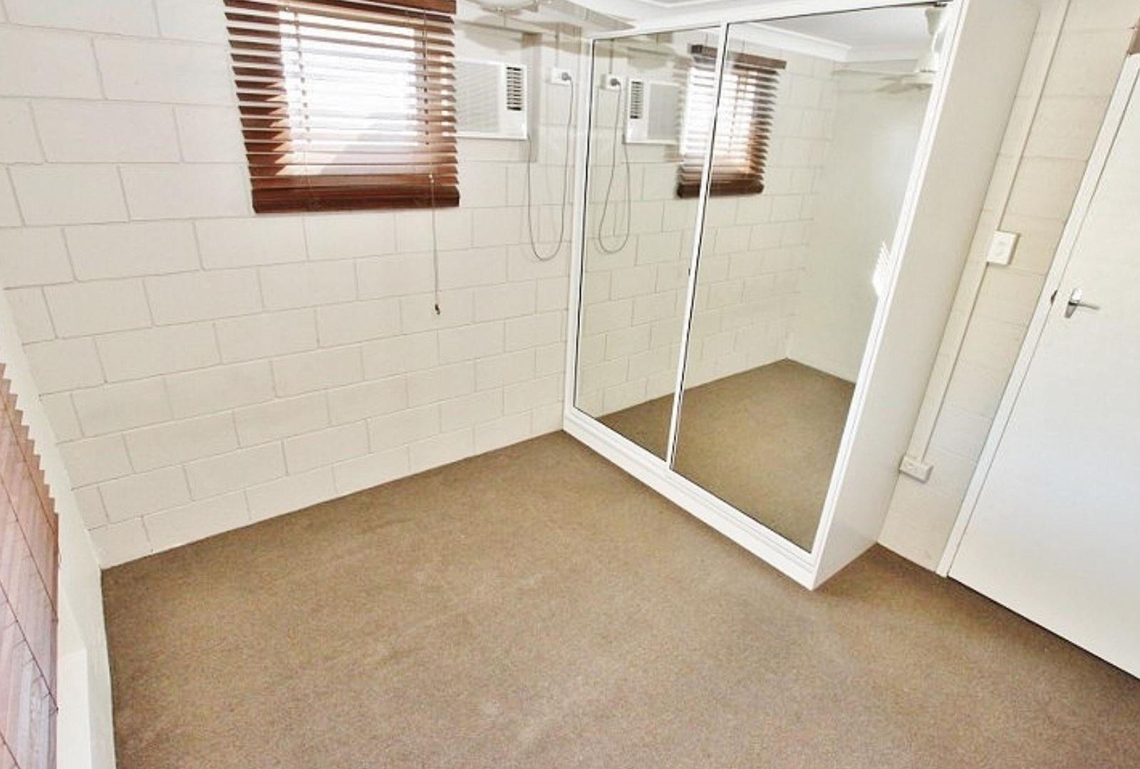 2/6 Bates Avenue, Park Avenue QLD 4701, Image 2
