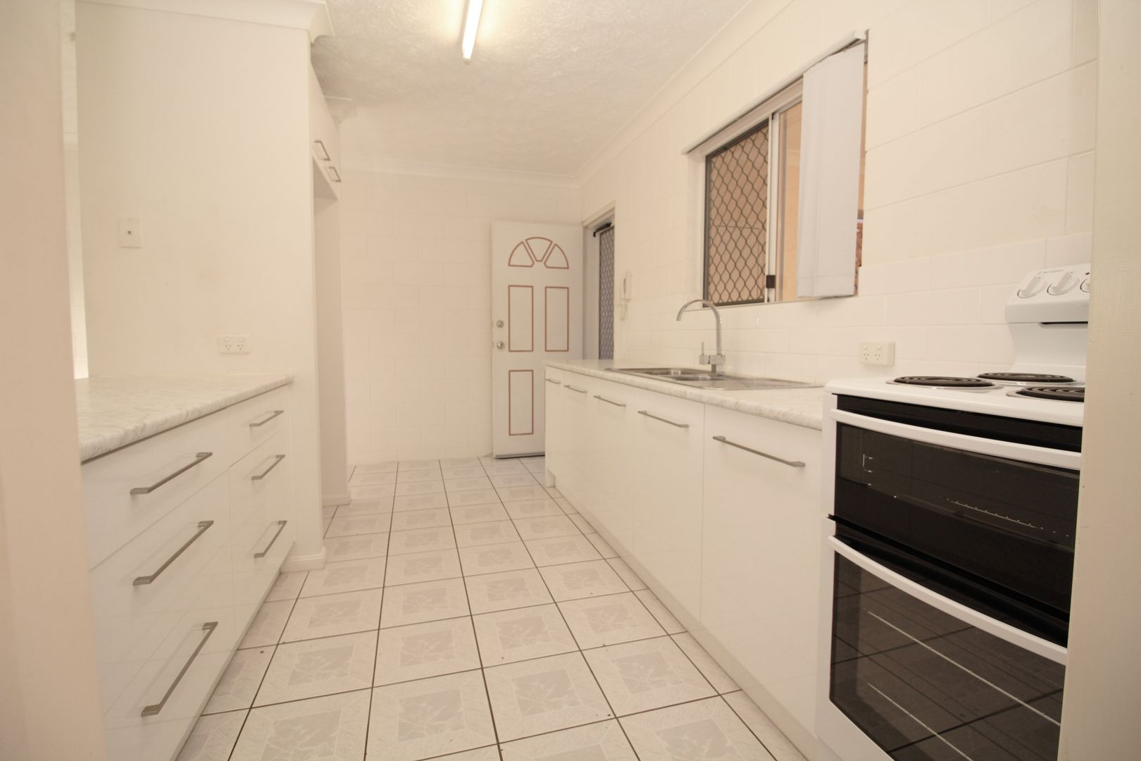 7/21-23 Tuffley Street, West End QLD 4810, Image 2