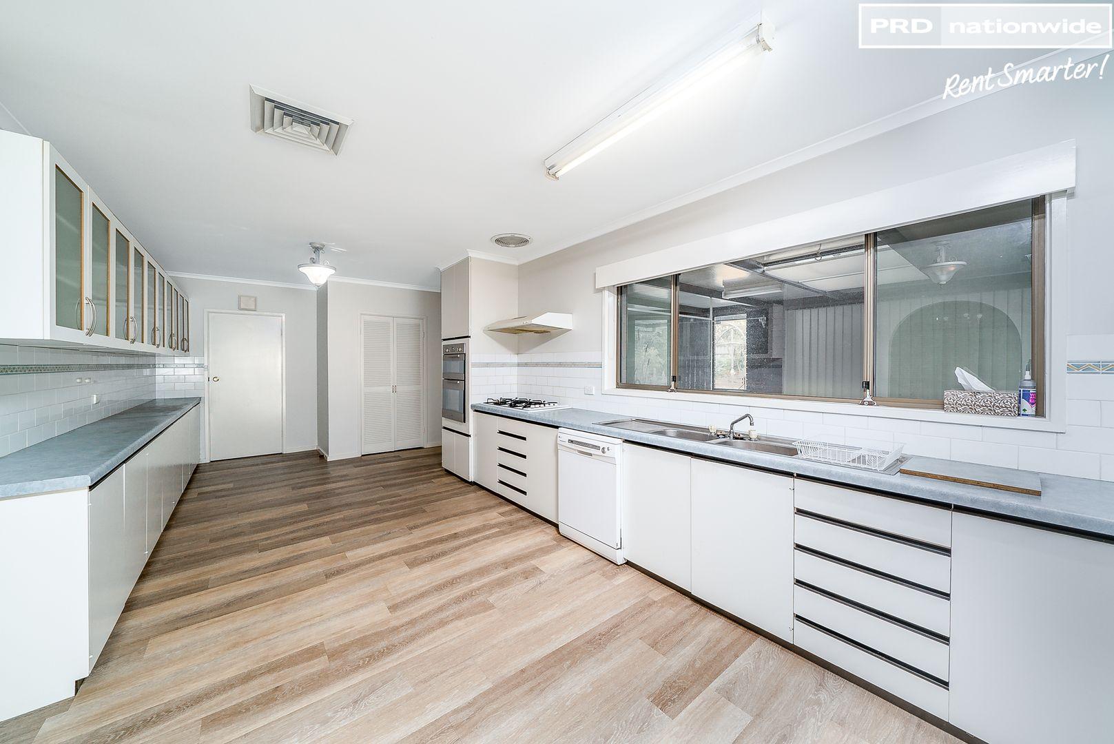 33 Mallory Street, Ashmont NSW 2650, Image 2