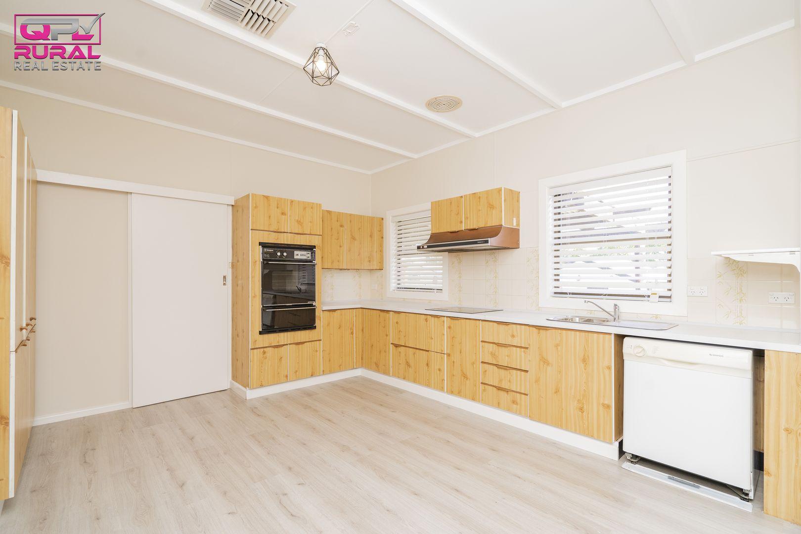 17 Larmer Street, Narrandera NSW 2700, Image 2
