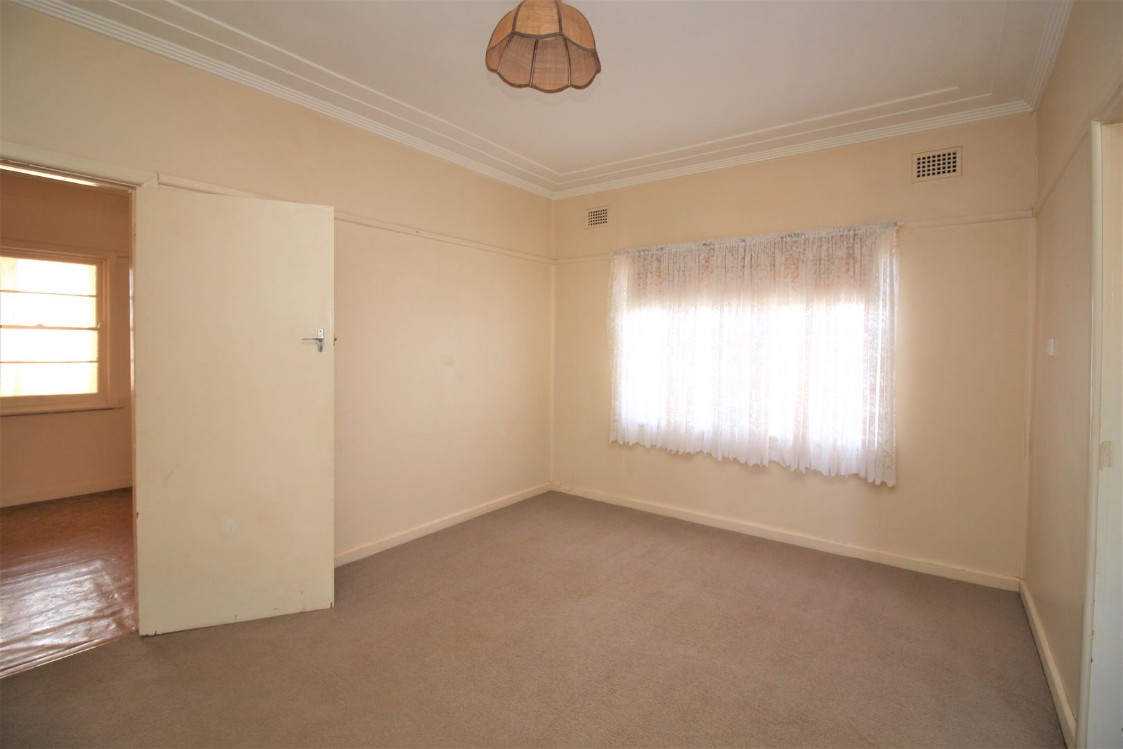 1044 Burley Griffin Way, Griffith NSW 2680, Image 2