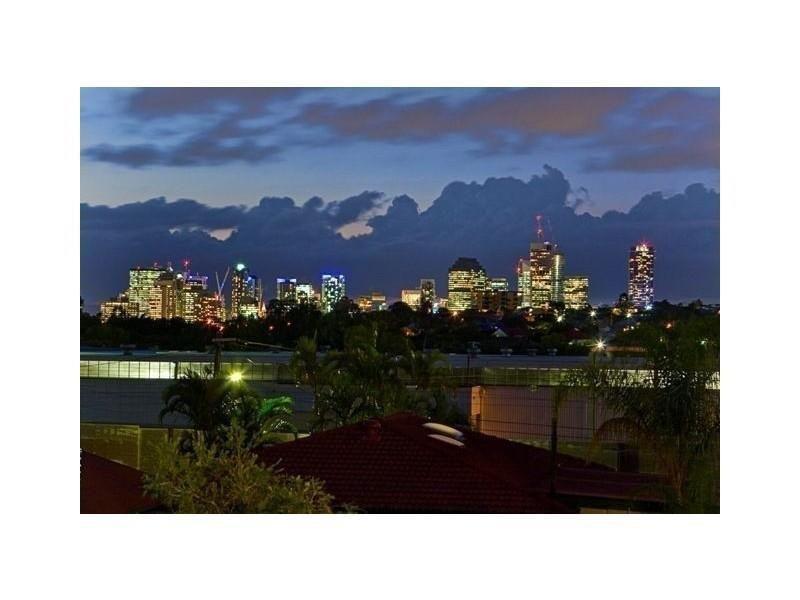 46 Ninth Avenue, Coorparoo QLD 4151, Image 2