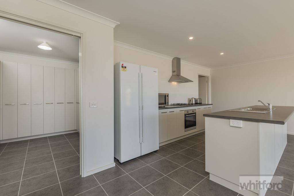 6 Katelyn Court, Waurn Ponds VIC 3216, Image 2