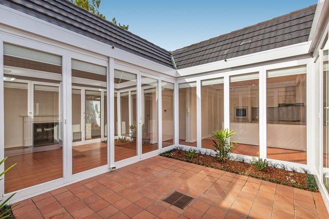 Picture of 1/29 Huntingtower Road, ARMADALE VIC 3143