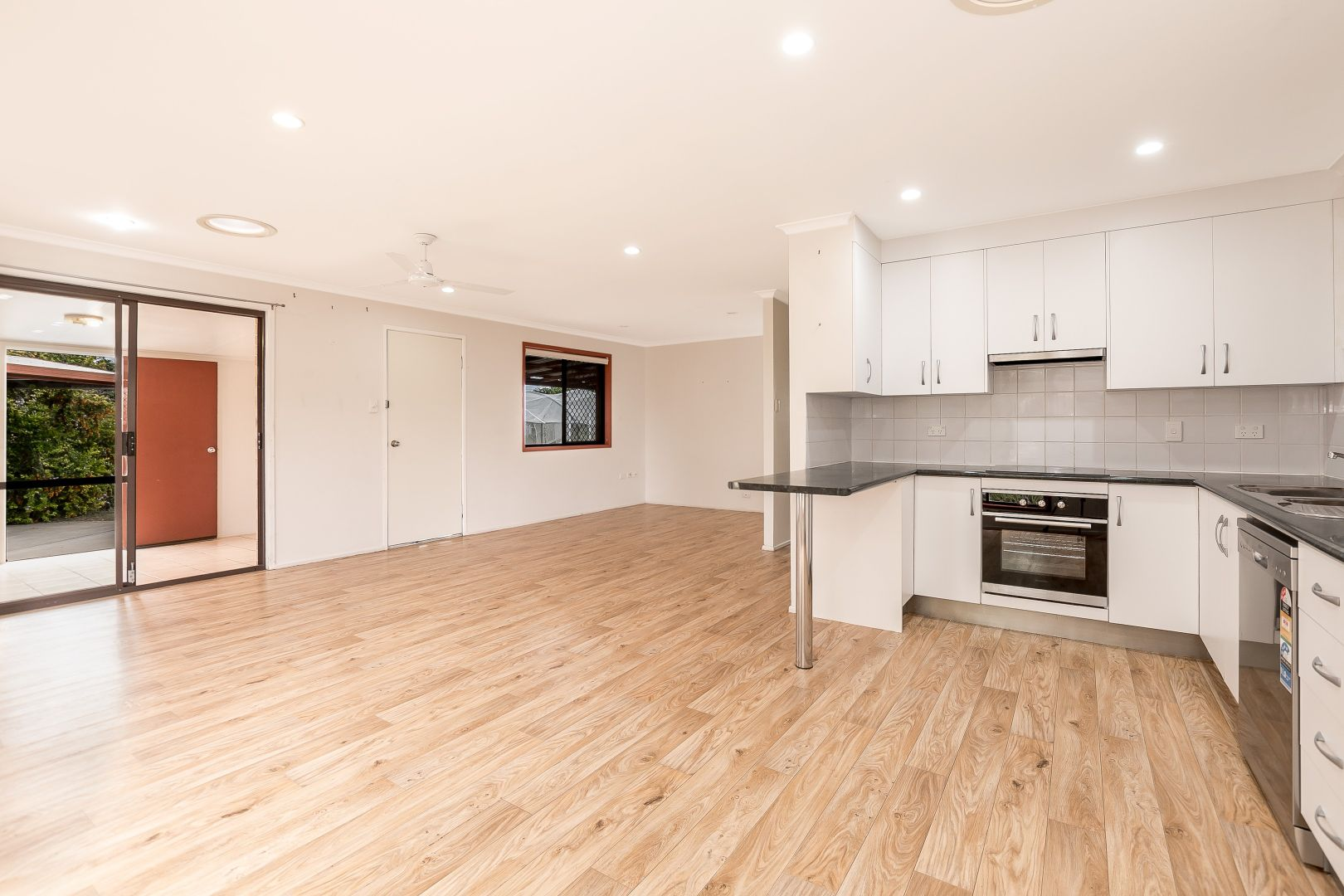 10 Fitzroy Court, Boyne Island QLD 4680, Image 2