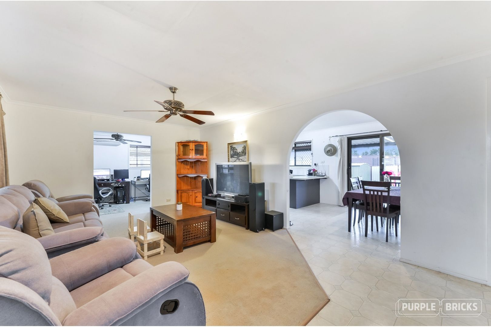33 Woodlands Avenue, Petrie QLD 4502, Image 2