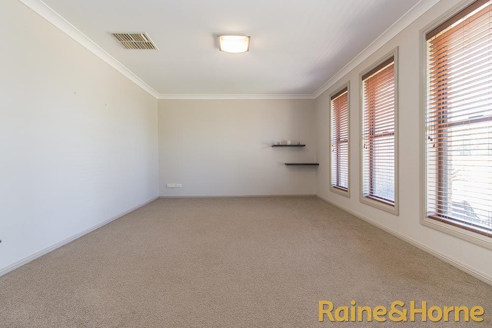 21 Sunvale Avenue, Dubbo NSW 2830, Image 1