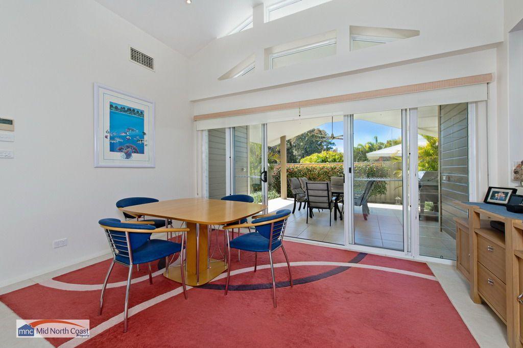 12 Eagle Place, Lake Cathie NSW 2445, Image 2