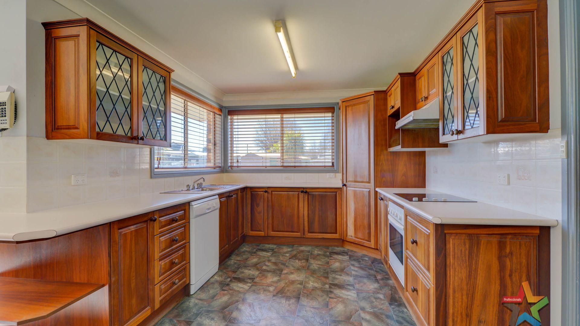 27 Nincoola Street, Guyra NSW 2365, Image 2