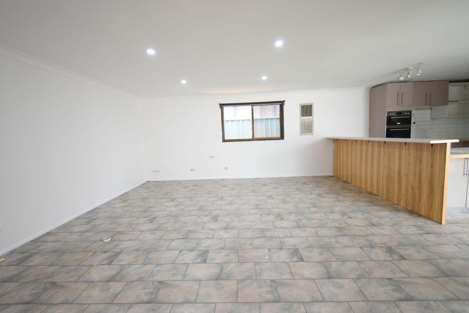33 Wolverton Avenue, Chipping Norton NSW 2170, Image 1