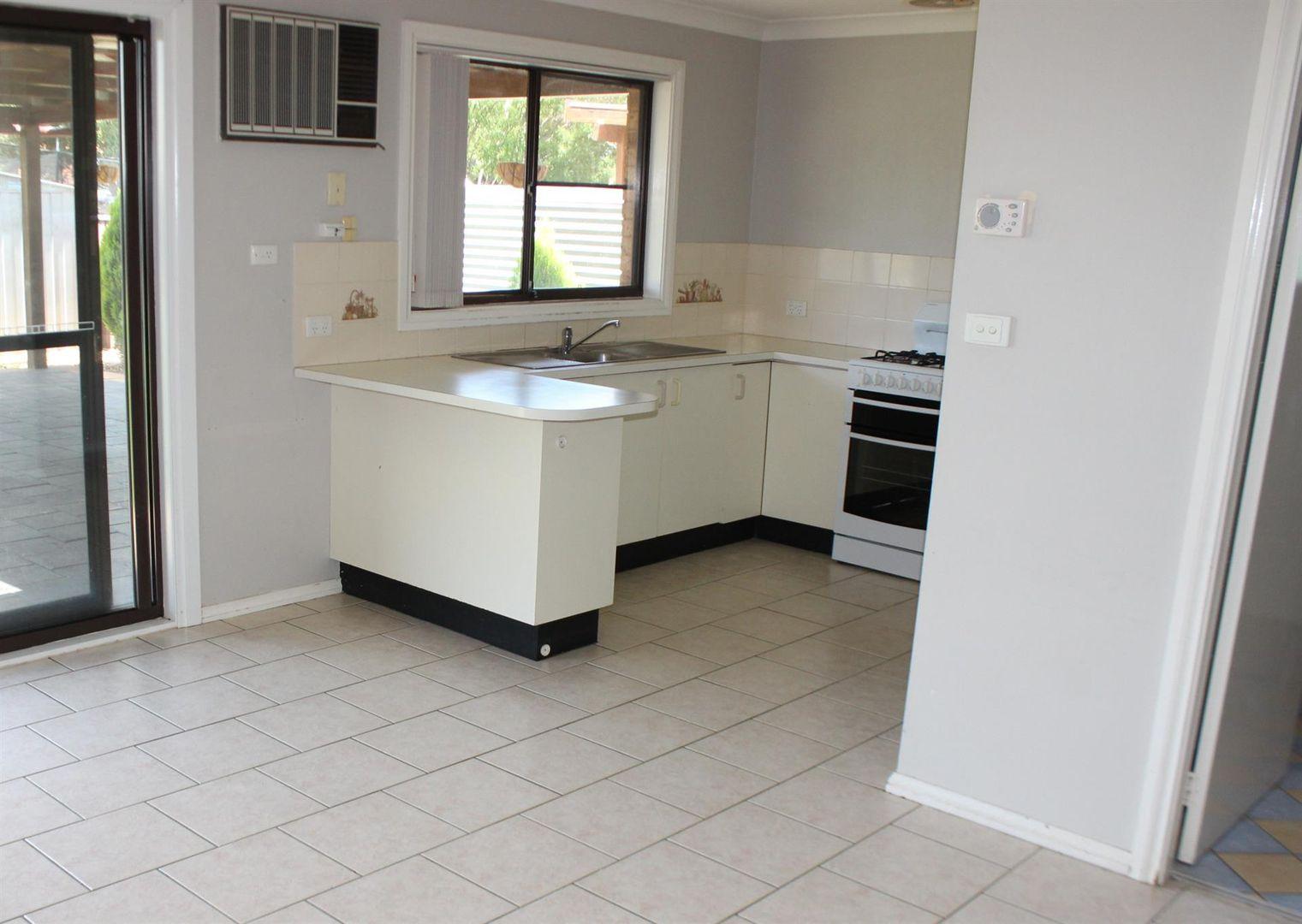 4 Hellyer Court, Dubbo NSW 2830, Image 2