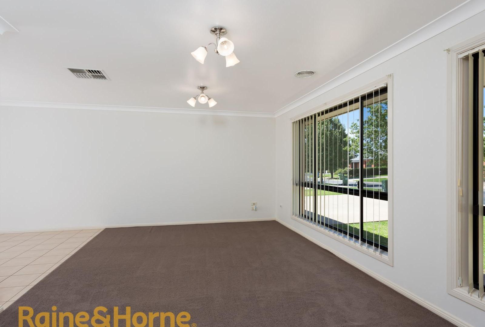 5 Walla Place, Glenfield Park NSW 2650, Image 1